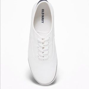 NWT Men's White Casual Sneakers